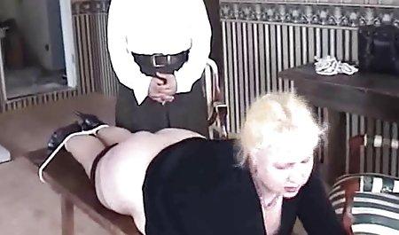 Rothaarige Mädchen mit einem schönen Körper. privat gedrehte pornos