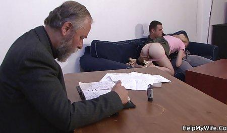 Matjurka verführte einen amateur pornofilme kostenlos jungen Mann mit seinem Körper