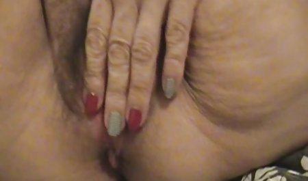 Braunhaarige geile privatpornos fingert sich mit zwei Fingern
