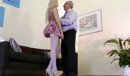 Sie liebt amateur pornos in hd es so sehr zu masturbieren!