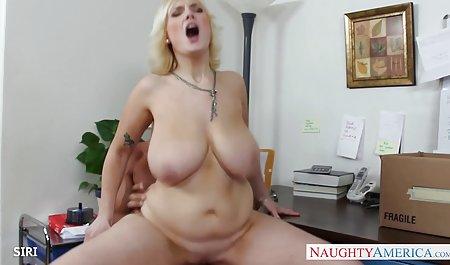 Lelu Love fließt aus einem eingesteckten Buttplug gratis deutsche amateur pornofilme