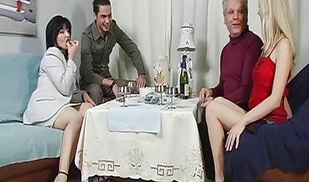 Tschechische schlaffe Milf masturbiert gratis amateur pornofilme im Studio
