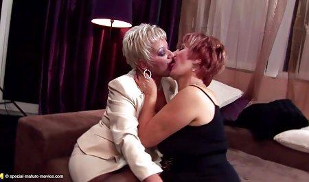 Nackte Blondine streichelt ihre offene deutsche amateur pornos kostenlos Muschi