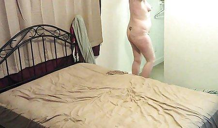 MILF mit haarigen Schamlippen in den Armen eines deutsche privat pornos Liebhabers