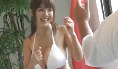 Verdorbene homemade sexfilme Mädchen geben Kerl Blowjob