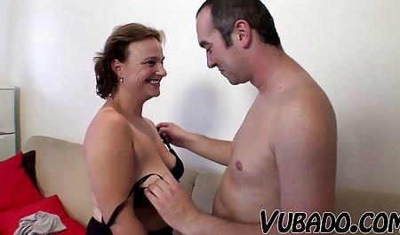 Taylor Sands deutsche amateur pornofilme masturbiert und schaut direkt in die Kamera