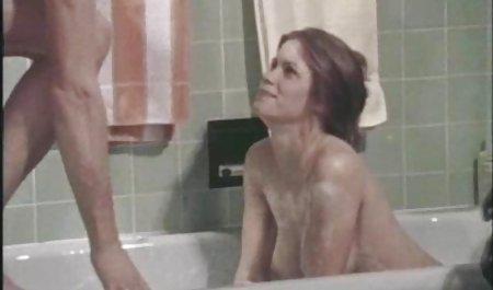 Japanerin mit unglaublichem amateur pornofilme gratis Busenstab auf der Couch