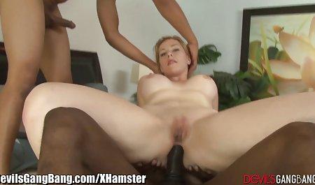 Blonde inszenierte eine Show amateuer pornos vor einer Webcam