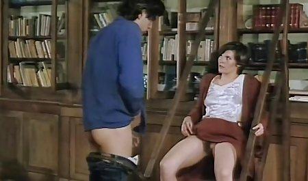 Die Putzfrau sah, dass Alaina Dawson mit Klebeband an amteur pornos der Tafel klebte und ihren Riss leckte