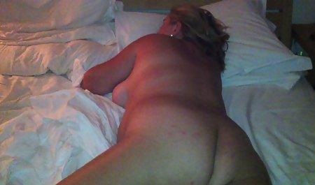 Die blonde Liz Ashley wichst sich im Schlafzimmer kostenfreie amateur pornos ab