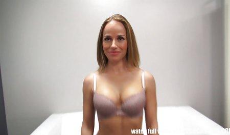 Valentina Nappy österreichische privat pornos entspannt mit Anikka Albrite am Pool