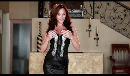 Katerina Kay von der Selbsthilfegruppe deutsche amateur sexfilme kostenlos wird in der Lobby des Hauses gefickt