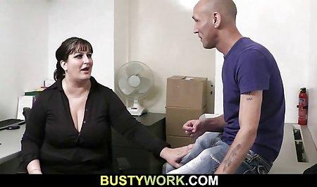 Model lutscht Dildo gratis amateurpornos vor der Webcam