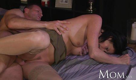 Sex durch ein Loch in amateur pornofilme gratis der Wand