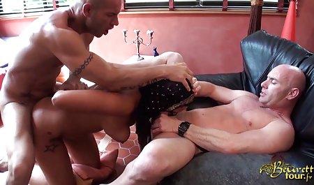 Blonde masturbiert, indem sie den Mund deutsche amatör pornos öffnet