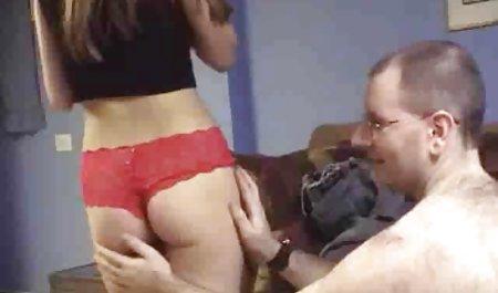Haruki Morikawa amateur pornofilme gratis lutscht einen Schwanz im Doggystyle