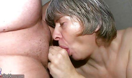 Rahyndee James hat Spaß amatuer sexfilme im Bett mit Mia Lelani